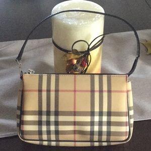 Authentic Burberry nova check small shoulder bag.